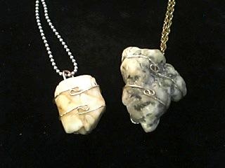フェナサイトの原石ペンダント